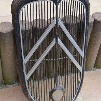 Citroën Traction 1937 radiator grille - Classic Cars