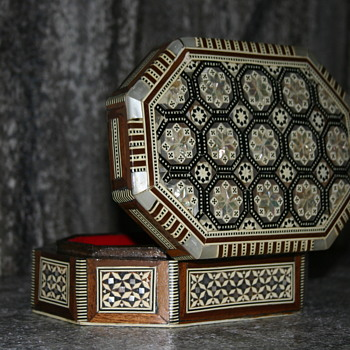 Mother of Pearl Wood Jewelry/Keepsake/Trinket Box ~ Ornate MOP Abalone Inlay ~ Mosaic Seashell ~ Red Velvet ~ Syrian? Era? - Fine Jewelry