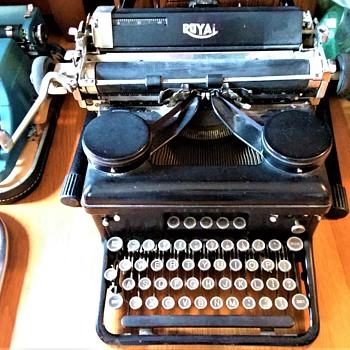Royal Typewriter - 1934 - Serial # H-1723084