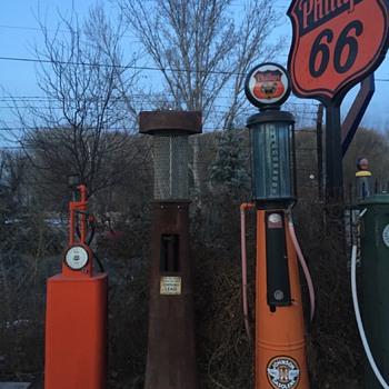 Mystery gas pump - Petroliana