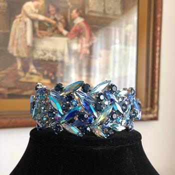"Merry Christmas — Three Sherman ""Kings"" - Costume Jewelry"