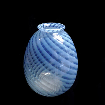 "Avon ""Venetian Swirls"" vase, 1985, Japan - Art Glass"