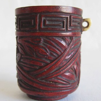Antique lacquer chinese bird feeder/cup. Signature? - Asian