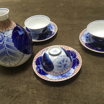 Koransha porcelain sake set - Asian