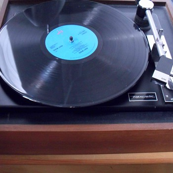 Elac Miracord 40 C Realistic turntable.
