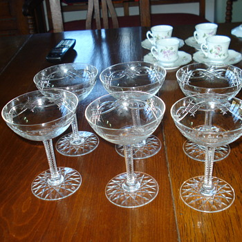 Champagne goblets in cut crystal Baccarat: I am sorry you cannot here the brindis - Art Glass