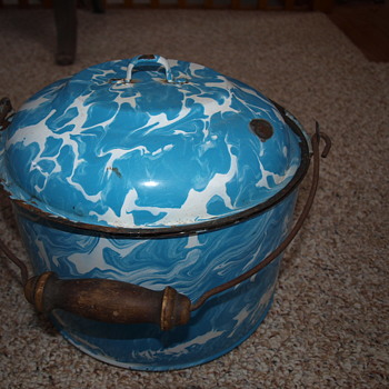 blue & white granite ware kettle