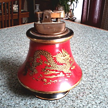 Beautiful Italian Florentine Ceramic Table Lighter /Red with Gilt Chinese Dragon Design/Circa 1950 - Tobacciana