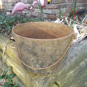 smallish old cast iron kettle - Kitchen