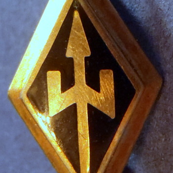 "1949 Fraternity/Sorority Pin 1/2"" Diamond Shaped Badge w/Tripod - Fine Jewelry"