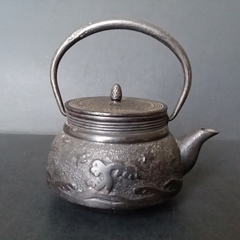 Waves, birds and island cast iron kyusu. - Asian