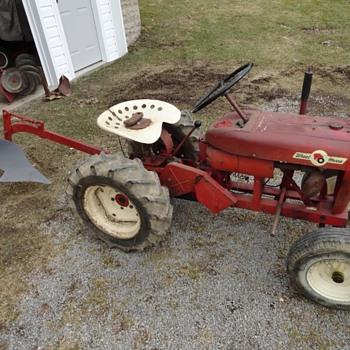 1961 Wheel Horse 401 Suburban - Tractors