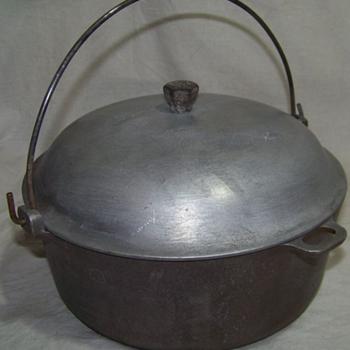Vintage Aluminum Pans/Pots - Kitchen
