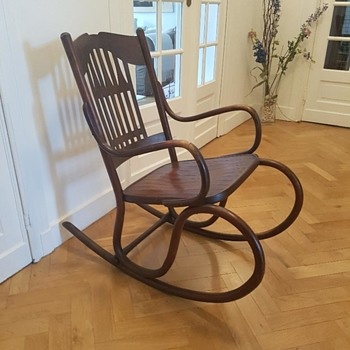 Sucessionist , Austrian, JJ Kohn Rocking Chair circa 1910 - Furniture