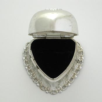silver scalloped heart ring box