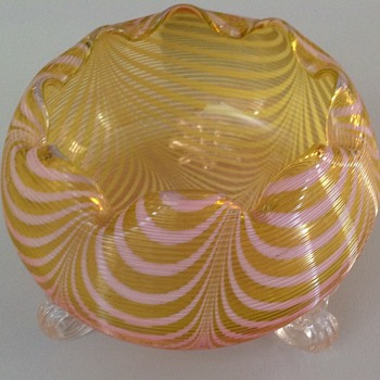 Stuart & Sons machine threaded & pull up pattern rose bowl - Art Glass