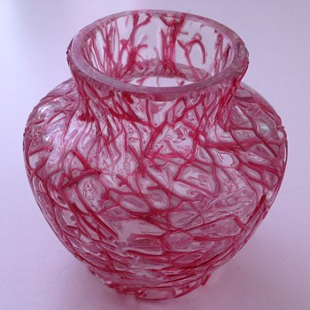Miniature Peloton glass vase with pink threads - Harrach? - Art Glass