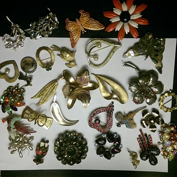 Vintage or older brooches - Costume Jewelry