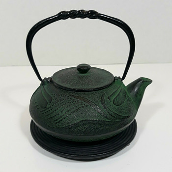 Oitomi cast iron tonbo (dragonfly) kyusu - Asian