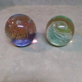 PRETTY PAPERWEIGHTS - Art Glass