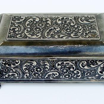 Meriden Quadruple Plate Silver Humidor - Silver