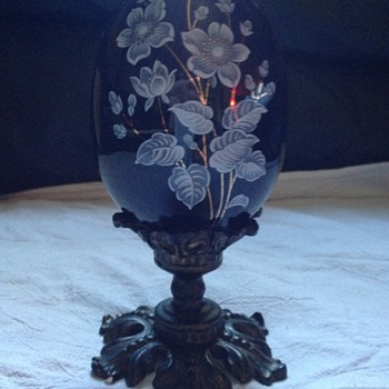 Black/dark blue Egg with Flowers - Art Glass