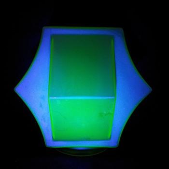Secund vaseline uranium Annagroen globe.