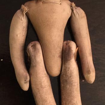 ANTIQUE HAND STICHED CLOTH DOLL UNKNOW YEAR MFG. - Dolls
