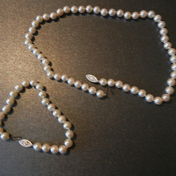 14 K White Gold Cultivated Pearl Necklace and Bracelet