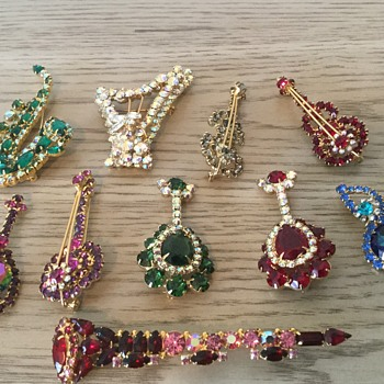 D&E MUSICAL FIGURALS...so far, for Mrs.T., Mary & others! - Costume Jewelry