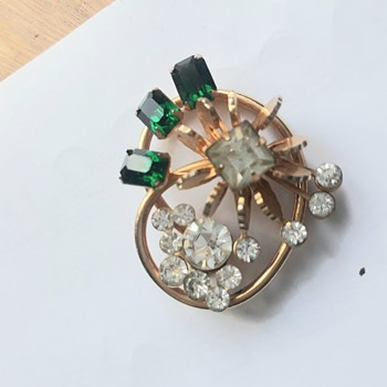 Would love to know more about my gorgeous pendant! - Costume Jewelry