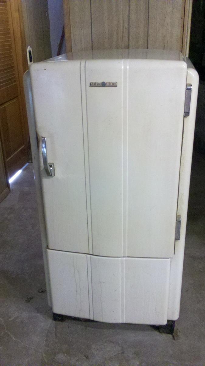 GE Refrigerator | Collectors Weekly
