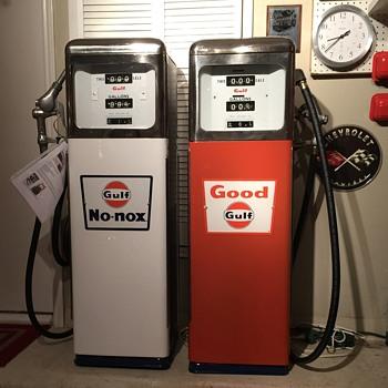 GULF Gas PUMPs Circa 1965 Restored to original - Petroliana