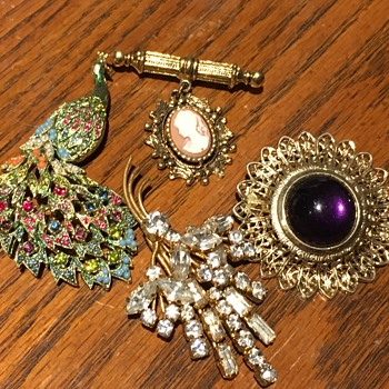4 Broochs - Costume Jewelry