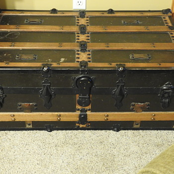 Another old trunk - Furniture