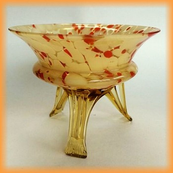 CZECH ( Welz or kralik or who ??? ) -- Small Glass bowl with 3 legs - Art Glass