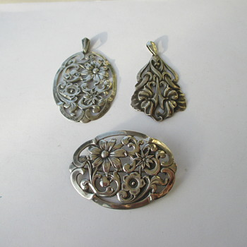 2 pendants and 1 brooch of Alex Meijer - Fine Jewelry