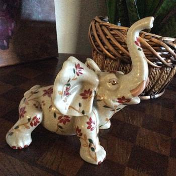 Young elephant figurine. - Animals