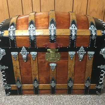 Mid 1880's Saratoga Trunk. - Furniture