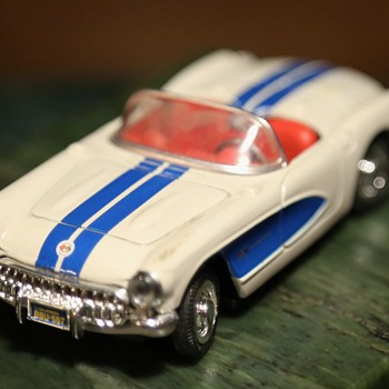 Toy Classic Cars - 1957 Pontiac Bonneville and 1957 Corvette - Model Cars