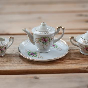 WWII Tiny Tea set - China and Dinnerware