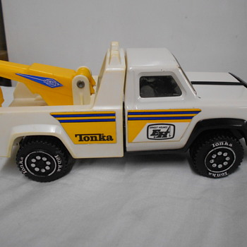 Ernest Holmes Tonka tow truck - Model Cars