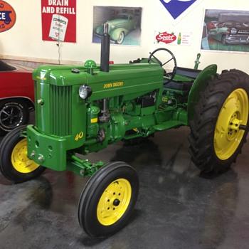 1955 John Deere model 40 W tractor  - Tractors
