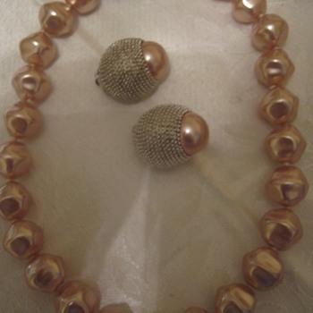 Vintage Erwin Pearl Pink Oval Design