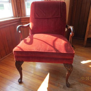 Gentleman's Chair with Curved Wooden Arms - Furniture