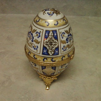 EGG SHAPED TRINKET BOX - Pottery