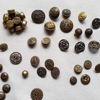 My Vintage Metal Button Finds - Sewing