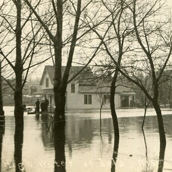 The 1913 Iola, Wisconsin Flood  - Postcards
