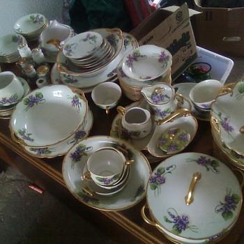 hand painted dishes - China and Dinnerware