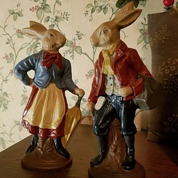 well dressed hares - Figurines